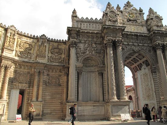 No ottoman architecture here picture of dolmabahce for Architecture ottomane