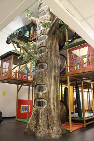 Douglas Fir Resort & Chalets: Indoor playzone