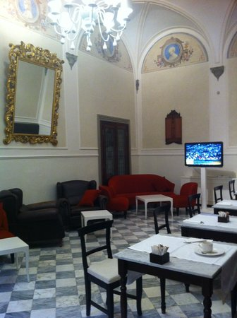 NH Collection Firenze Porta Rossa: breakfast room, spacious and cozy