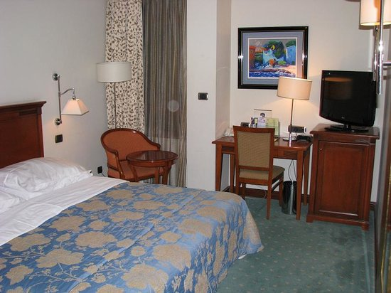 BEST WESTERN PREMIER Hotel Astoria: Rm 320 king bed