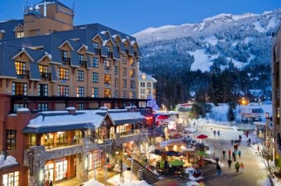 Sundial Boutique Hotel : Steps from the Whistler Blackcomb Gondolas 