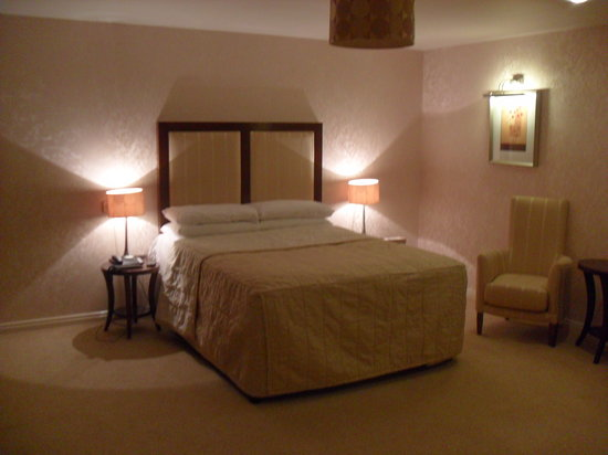 Malone Lodge Hotel &amp; Apartments: Very comfortable and stylish bedroom