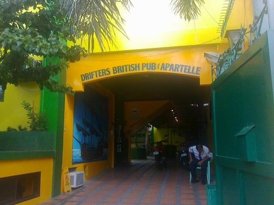 Drifters Apartel and British Bar: main gate