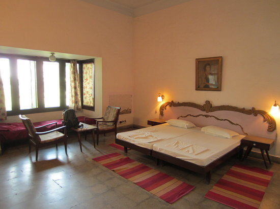 Lauries Hotel: Very spacious rooms