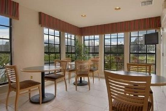 Red Roof Inn Clearwater -Tarpon Springs: Our beautiful breakfast area