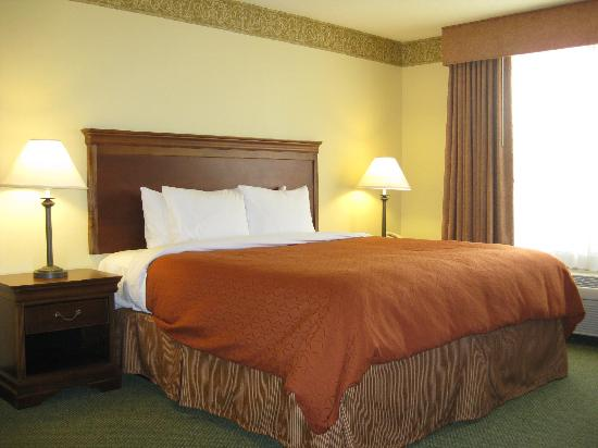 Country Inn &amp; Suites Tinley Park: King Standard Bedroom