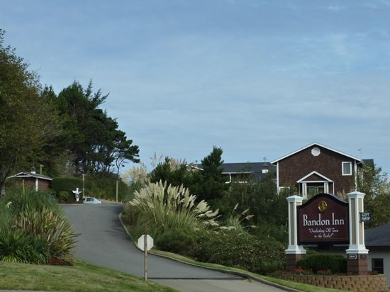 Entrance to Bandon Inn