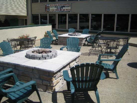 Clarion Inn Rochester: Outdoor patio