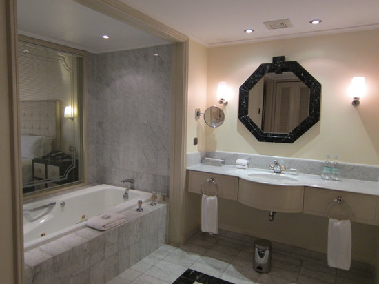 Grand Hyatt Santiago: Suite Bath