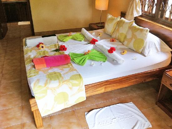 Cote d'Or Chalets: Flowers and fancy towelwork adorn your bed each day