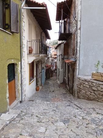 Guesthouse Kazakos: A typical street in Dimitsana