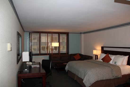 The Quincy: Room - looking from entrance