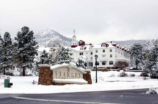 Stanley Hotel: Entrance to the hotel
