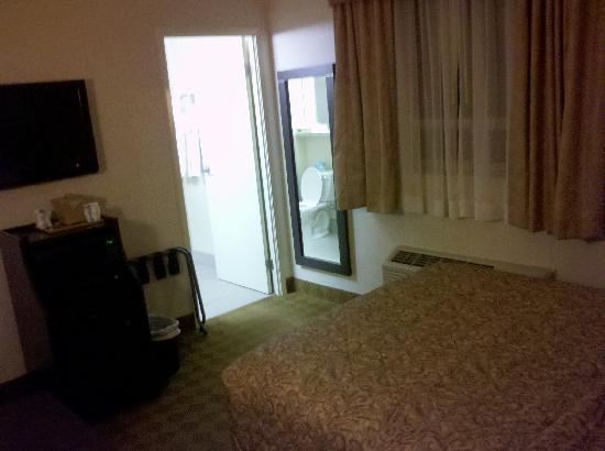 Canadas Best Value Inn: Room facing East