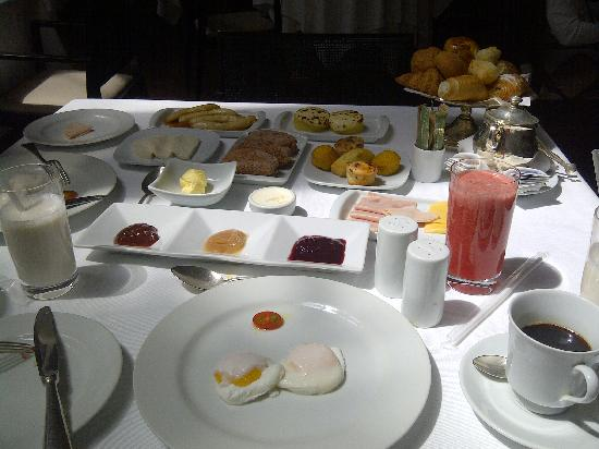 Emiliano Hotel: breakfast Spred