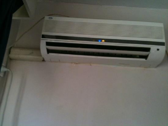 Elwood Sands Motel: aircon worked but filthy