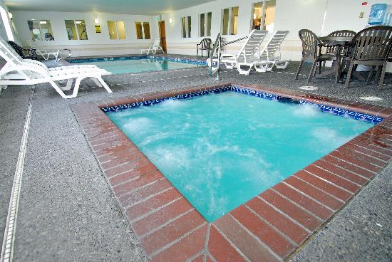 Comfort Inn Downtown Wenatchee: Pool &amp; Spa