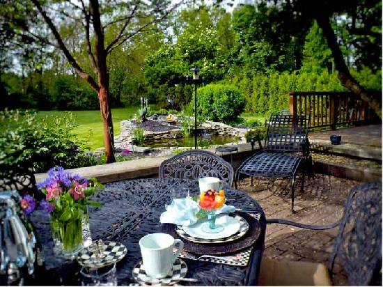 10 Fitch Luxurious Romantic Inn: Outdoor dining