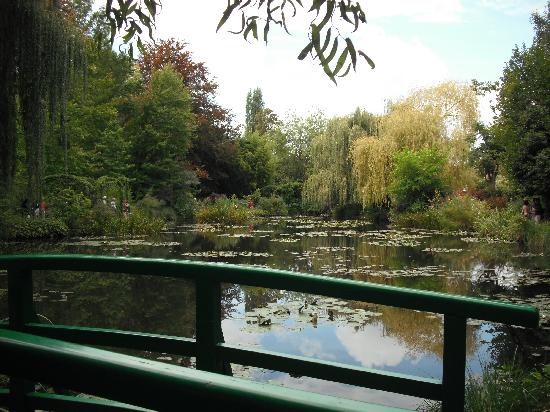 The Gift Shop at Giverny - Picture of Claude Monet's House and Gardens