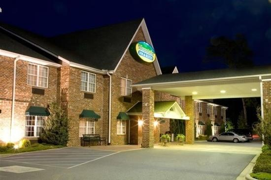 Mountain Inn & Suites: Exterior