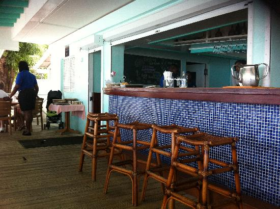 Butterfly Beach Hotel: bar