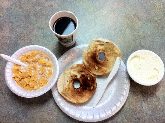 Days Inn Lenox: Breakfast---   Bagels, Creamcheese,Coffee,Corn Flakes