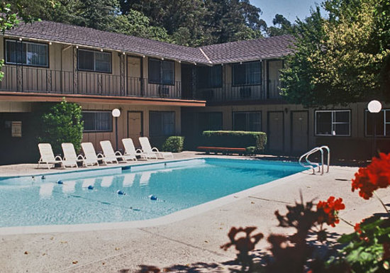 Santa Rosa, Californien: Hillside Inn - Poolside