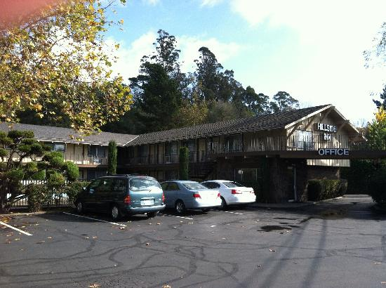 Santa Rosa, Californien: Hillside Inn - Front Parking Area
