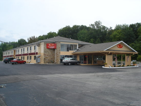 Econo Lodge Inn & Suites: Newly Updated Hotel