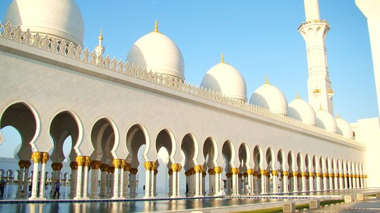 Shangri-La Hotel, Qaryat Al Beri, Abu Dhabi: Be sure to visit the beautiful mosque