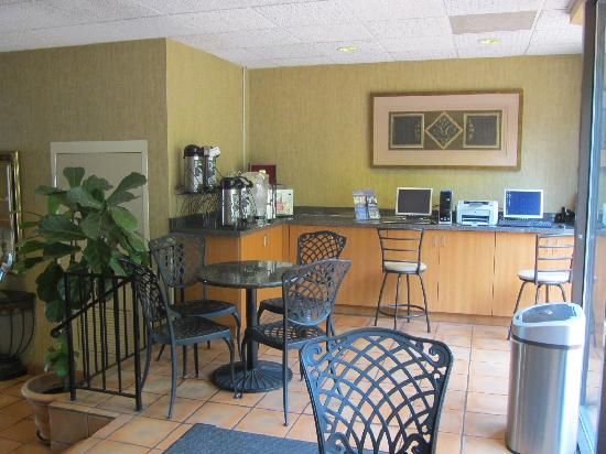 BEST WESTERN PLUS Seville Plaza Hotel: Breakfast Area