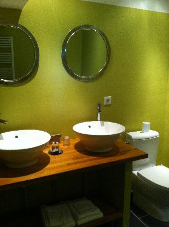 Relais De La Mothe: Very clean and modern bathroom