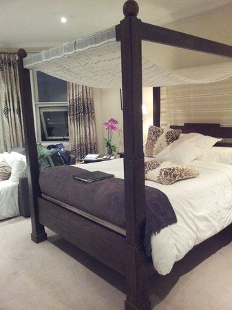 One Three Nine Bath: Room 4's Four Poster Bed
