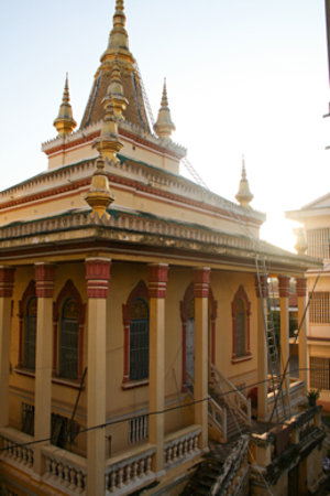 The Cheeky Monkey Homestay: The View of the Temple from the back of the building