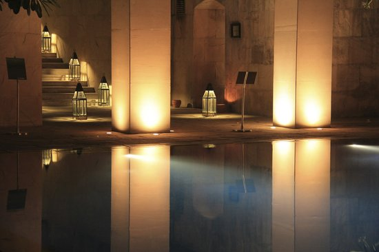 Trident, Gurgaon: at night