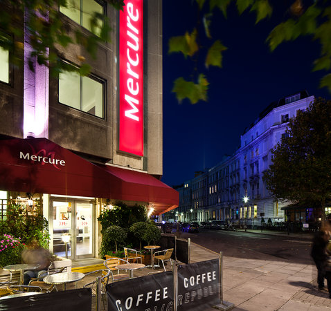 Mercure London Kensington: Coffee Republic outdoor seating