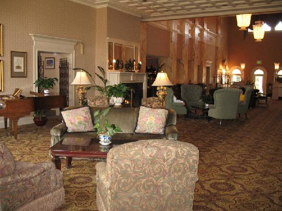 The General Morgan Inn: Oversized Grand Lobby Welcomes You