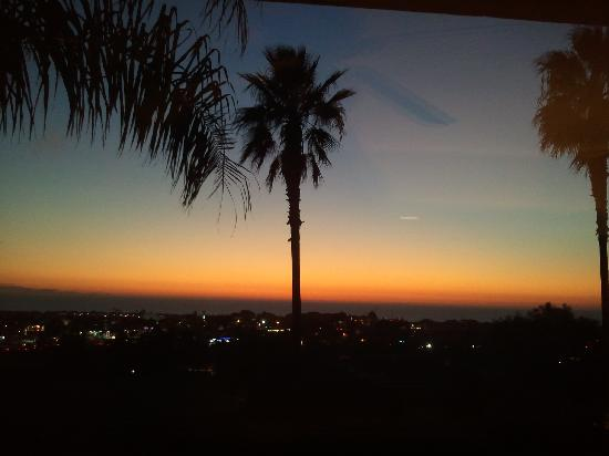 Grand Pacific Palisades Resort and Hotel: Sunset from our ocean view room