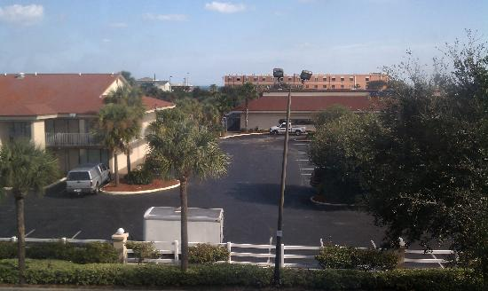 Hampton Inn Amelia Island at Fernandina Beach: The view from our 3rd floor room