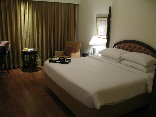 Taj Krishna Hyderabad: Room - bed