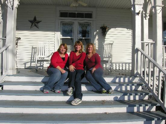 Orchard House Bed and Breakfast: Sisters enjoying their time