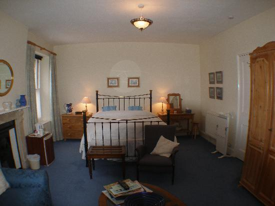Hazelwood Bed and Breakfast : Main Bedroom