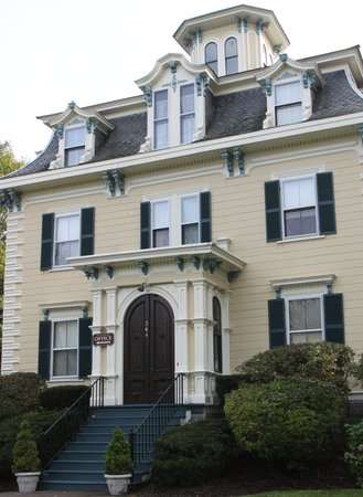 Marblehead Inn