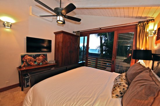 Maui Beachcomber: King Bedroom