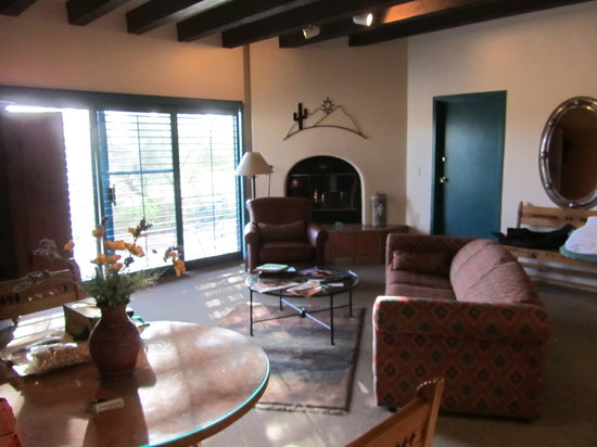 Starr Pass Golf Suites: Living Area