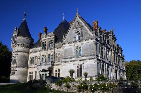 the view of chateau de la bourdaisiere as you come through the front gates picture of chateau. Black Bedroom Furniture Sets. Home Design Ideas