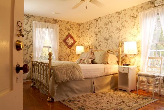 Camden Maine Stay Inn: The Mayflower Suite