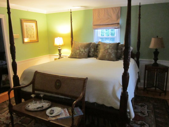 The Blushing Oyster Bed &amp; Breakfast: Wellfleet suite: our room