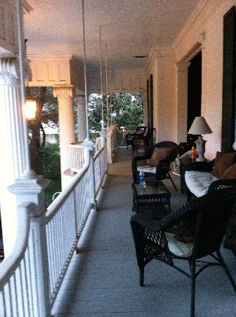 Belle Oaks Inn: porch outside my room