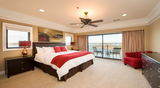 Camden on the Lake Resort, Spa, &amp; Yacht Club : Lakeview King Suite 